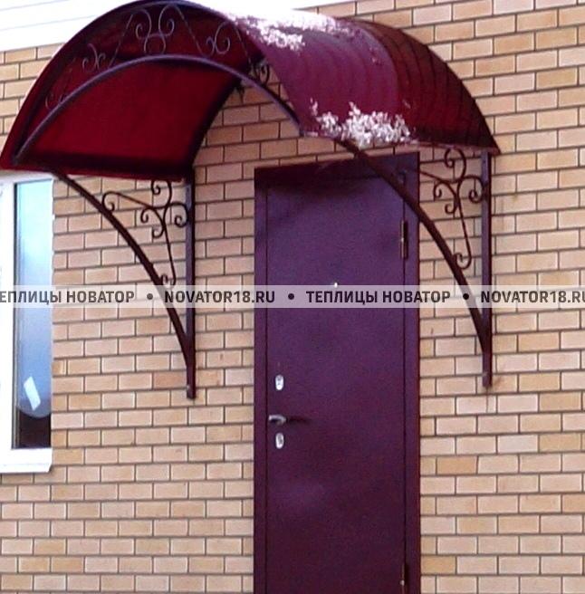 Козырек над дверью с кованными элементами
